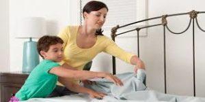 bersihkan rumah dengan rutin